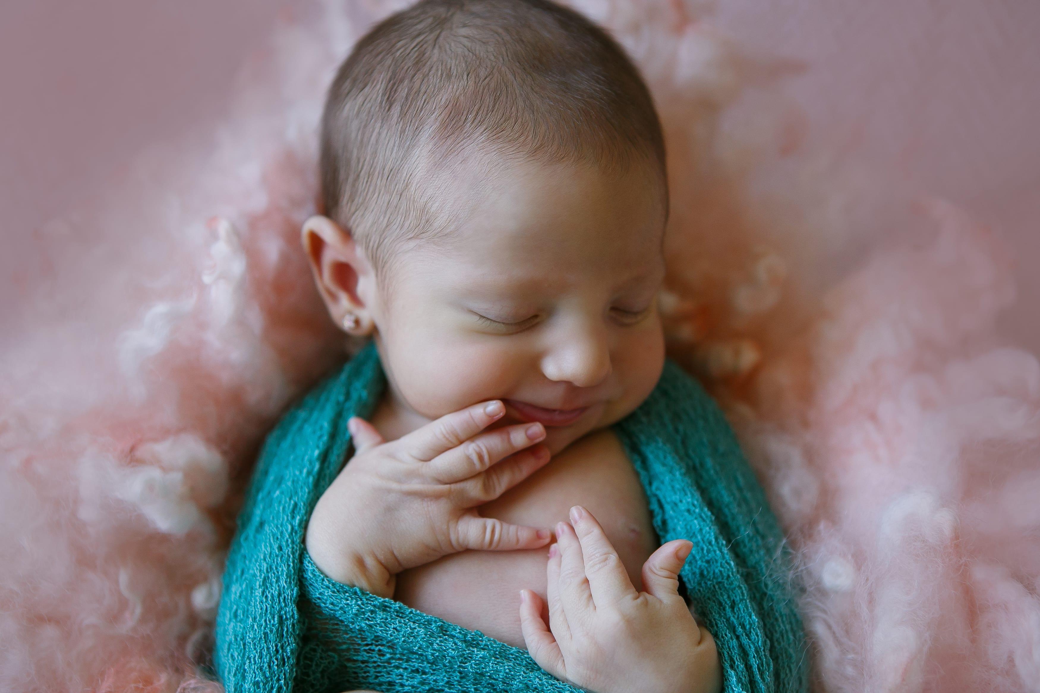 Nauterliches Fotoshooting Neugeborene in Berlin