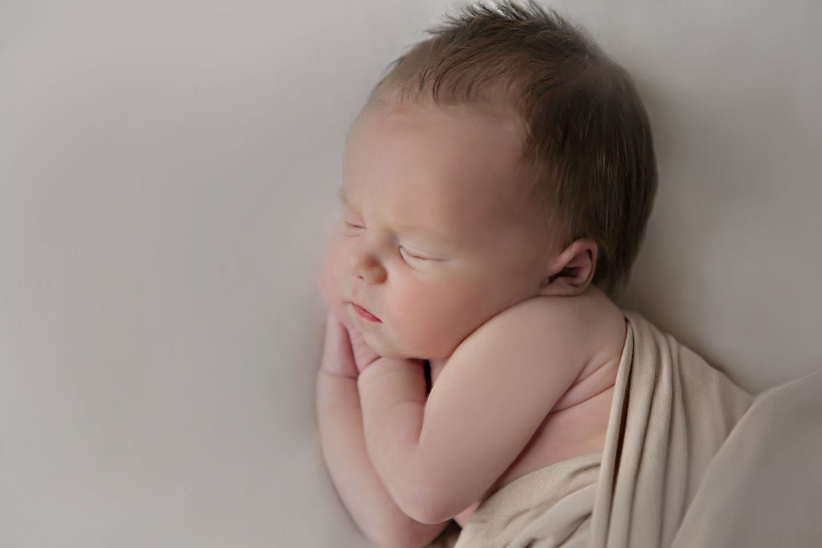 Neugeborenen Shooting Berlin mit schlafendem Baby